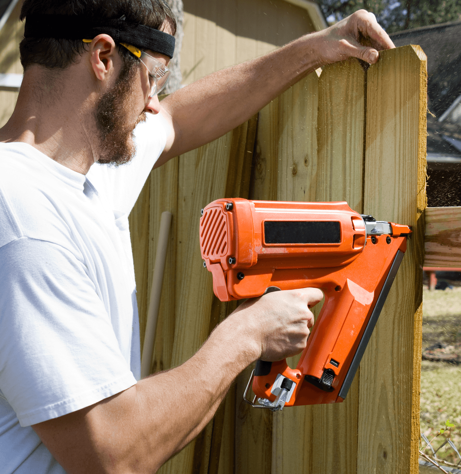 How to Properly Fence Your New Home Build Installing Fence image