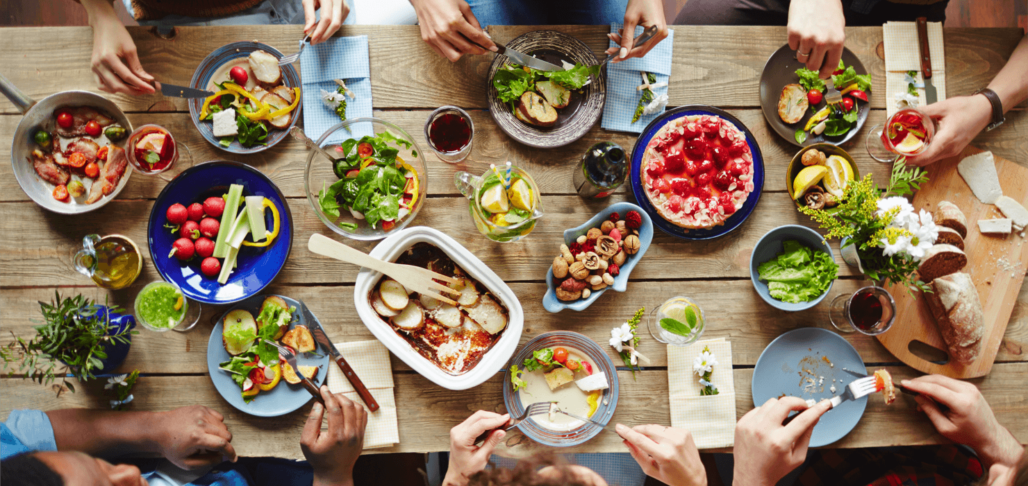 How to Host a Memorable Thanksgiving Dinner Feast Featured Image